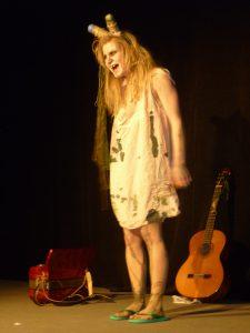 Isarfee auf der Bühne.